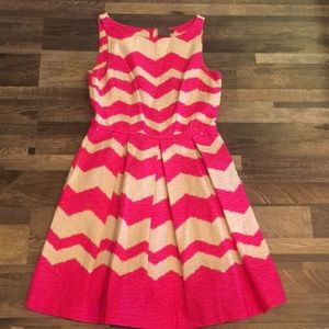 Taylor dress size 6 with pockets
